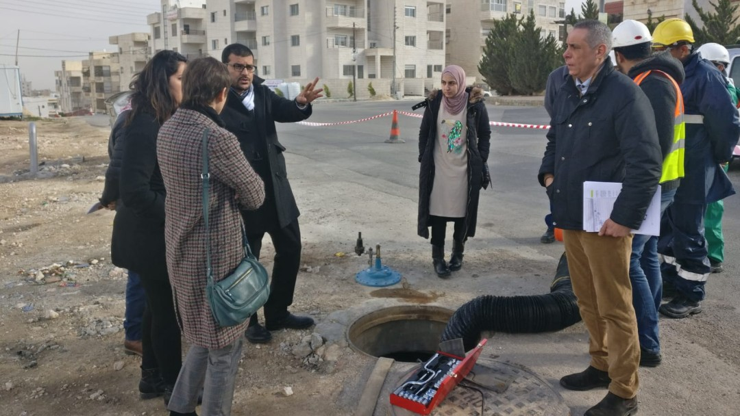 Corinne de Peretti (AFD) collects information about maintenance work on the water and wastewater infrastructure in Amman.