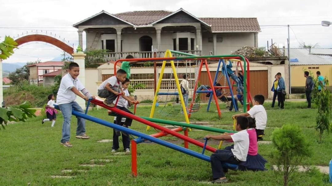 Neuer Spielplatz im Rahmen von CONVIVIR