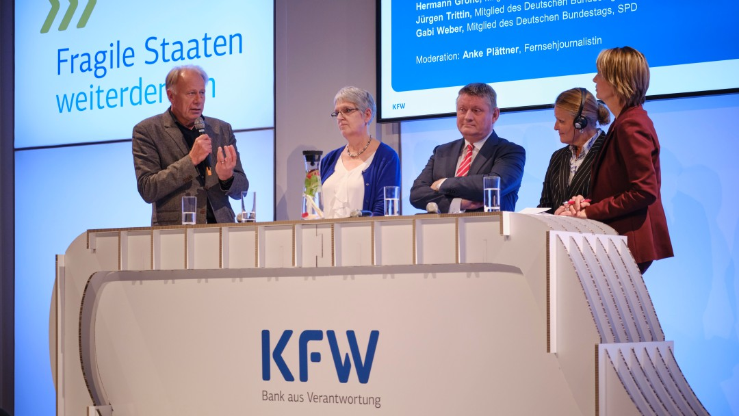 Lively discussion with (from left to right) Jürgen Trittin, Gabi Weber, Hermann Gröhe, Lise Grande and moderator Anke Plättner.