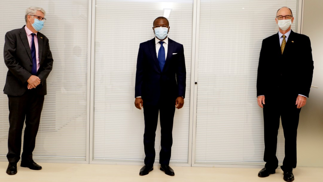 three contractual partners of KfW and Beninese partners with mouth/nose protection and safety distance