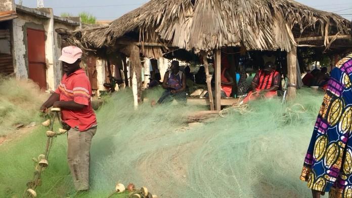 Fischer am Strand von Bajul