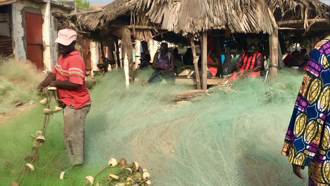 Strand mit Fischern in Bajul