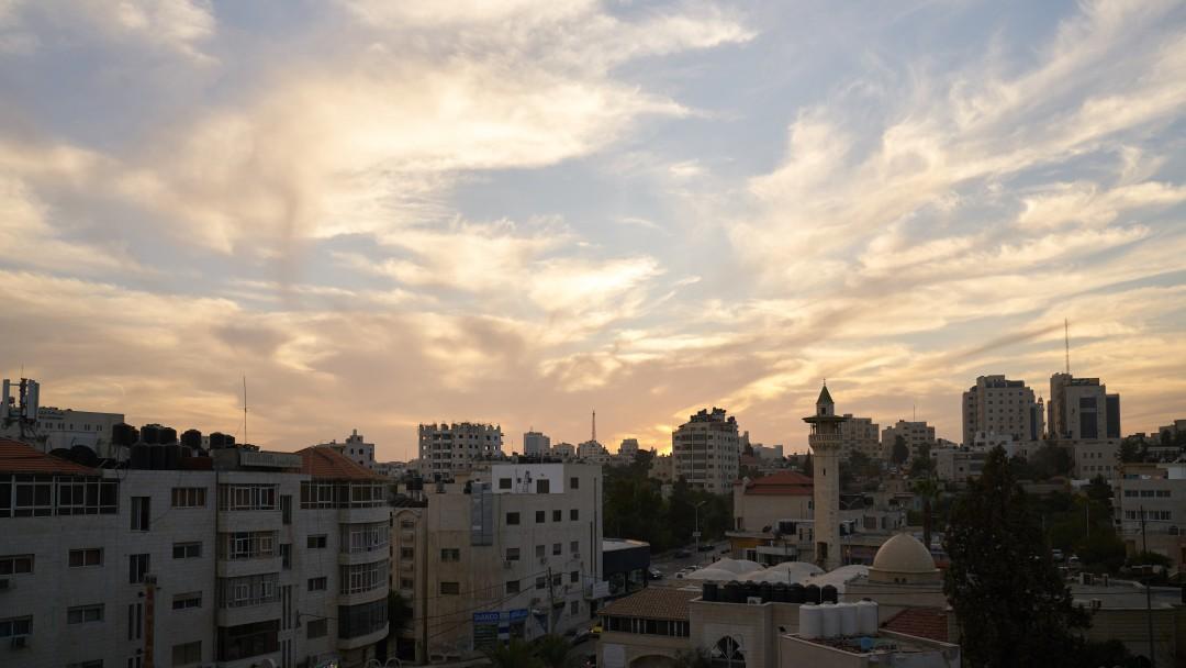 Blick auf die Skyline der Stadt Al Bireh im Westjordanland