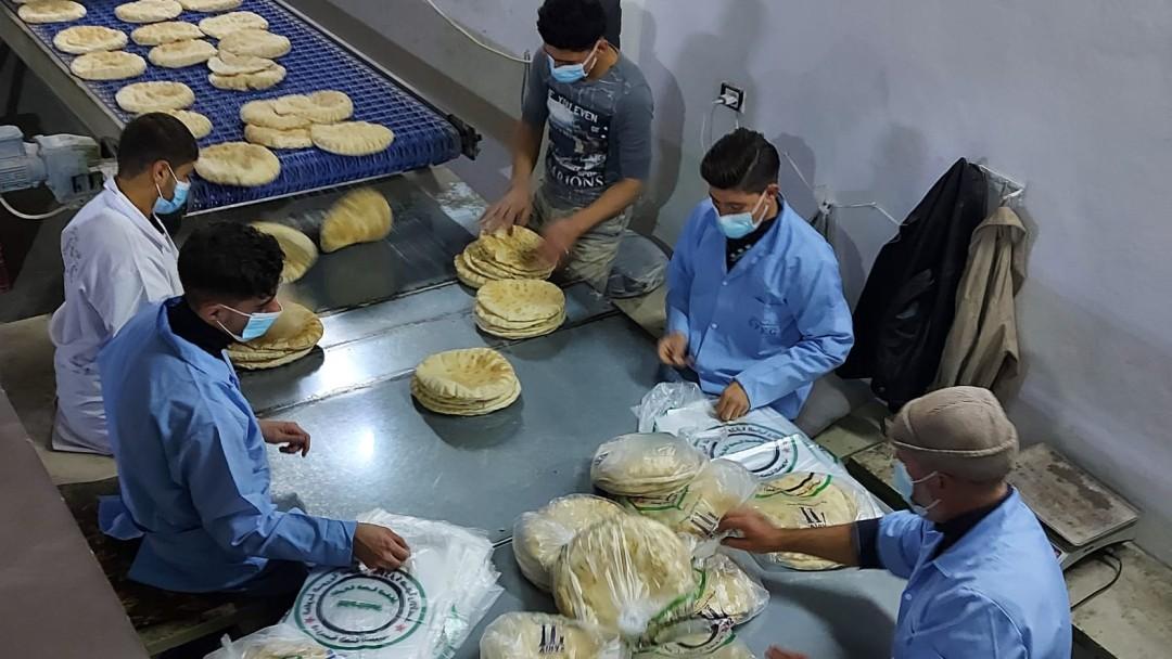 Herstellung von traditionellen Fladenbrot in einer Bäckerei