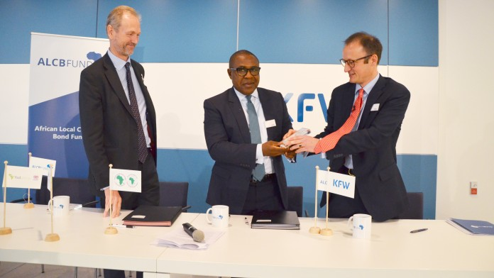 Representatives of KfW and AfDB signing a contract