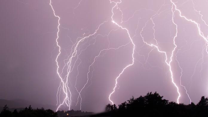 Blitze am Himmel