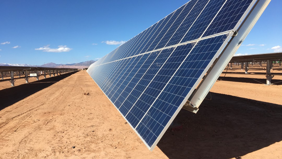 Solarpaneele einer Photovoltaikanlage in Marokko