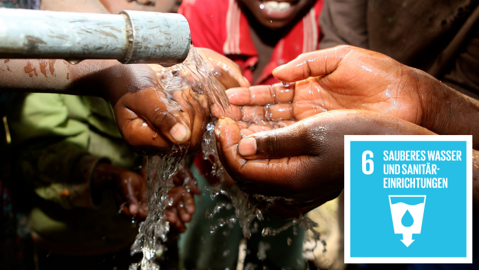 Hände werden unter aus Rohr fließendem Wasser gewaschen, daneben das Icon von SDG6: Sauberes Wasser und Sanitäreinrichtungen
